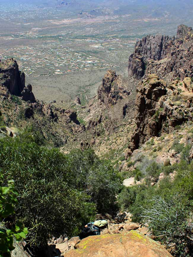 Landscape, Hiker, Central Arizona,. Superstition Mountains, Lost Dutchman State Park, Siphon Draw Hiking Trail, Flatiron Mesa, Apache Junction, Phoenix