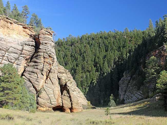 Cave, Arizona Hiking Trail, Tall Cliffs, Flagstaff, Arizona, Fisher Point, Walnut Canyon, Sandys Canyon Hiking Trail