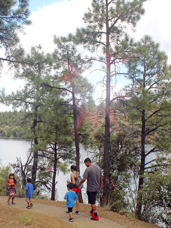 Family, Hikers, Prescott, Arizona, Lynx Lake Recreation Trail, Lynx Lake, Mountains