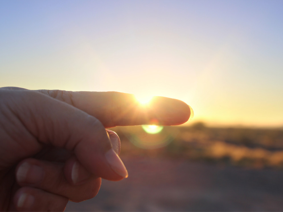AZ Utopia, Hiker, Fingers , Sunset, Calculate, Easy trick to measure daylight left, Daylight, Sundown.