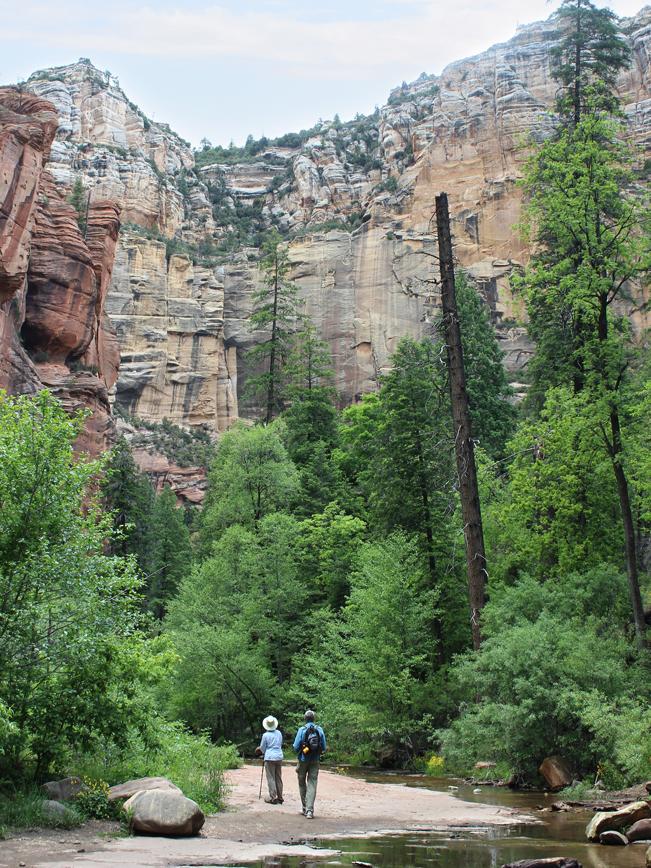 Landscape, View, Couple, Hike, Oak Creek, Sedona, Arizona. West Fork Hiking Trail, Cliffs, Easy hikes, Pet Friendly Hikes, Sedona Area Hikes