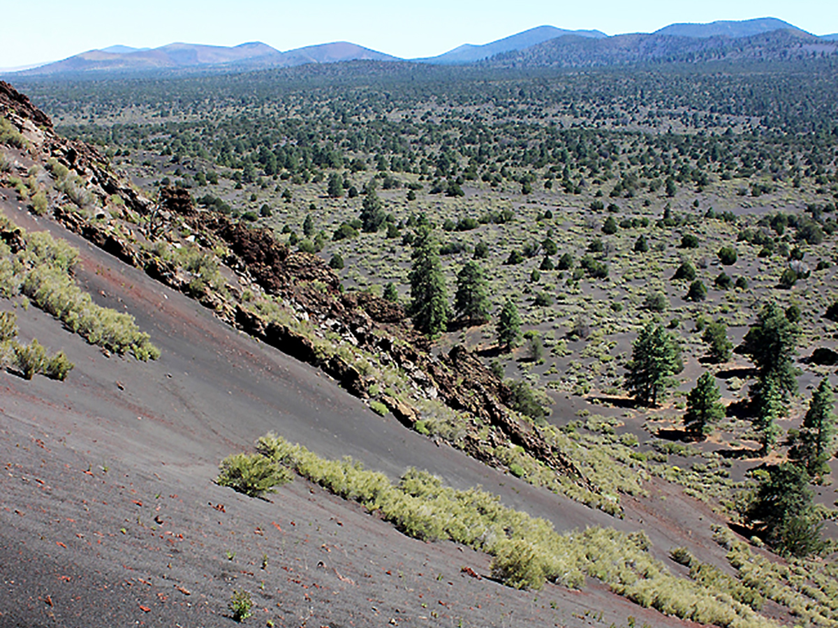 """Distance From Sedona To Phoenix >> AZ's Strawberry Crater Hiking Trail: Black """"Sand"""" & Painted Desert Views"""