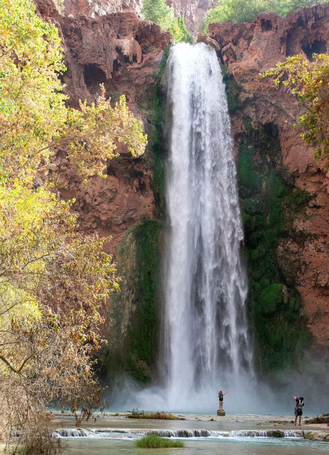 Hikers; Photography; Havasu Hiking Trail; Havasupai Reservation; Havasu Canyon; Grand Canyon; Supai Village; Mooney Falls; Havasu Creek; Waterfall; Difficult Hiking Trails; Northern Arizona Hiking Trails; Copyright azutopia.com. No use without permission.