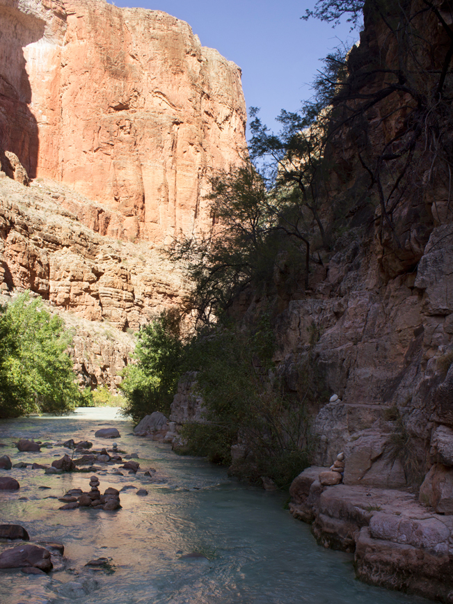 Cliffs; Trail Cairns; River Crossing; Markers; Descent; Havasu Hiking Trail; Havasupai Reservation; Havasu Canyon; Grand Canyon; Supai; Havasu Creek; Difficult Hiking Trails; Northern Arizona Hiking Trails; Copyright azutopia.com. No use without permission.