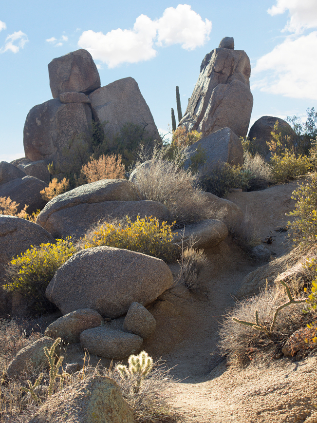 Ballantine Hiking Trail; Trail; Rock Formations; Arizona; Central Arizona Hiking Trails; Moderate Hiking Trails; Mazatzal Mountains; Tonto National Forest; Dayhikes; Copyright azutopia.com. No use without express written permission.